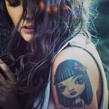 Tove lo ....what can i say, her music is catchy!  PLUS she has a Mark Ryden tattoo, something i thought about doing a while ago :O