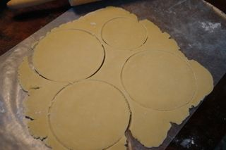 How to make empanada dough for baking: Basic Empanada, Baked Empanada, Empanada Discs, Savory Empanada, Baking Recipe, Meat Empanadas, Argentinian Empanadas, Empanada Dough, Add Meat