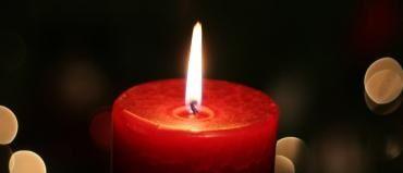 As velas têm significados importantes encriptados nas suas chamas. Descubra e potencie os seus rituais.