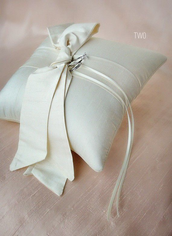 bow themed wedding ring pillow (by emici bridal) via emmaline bride