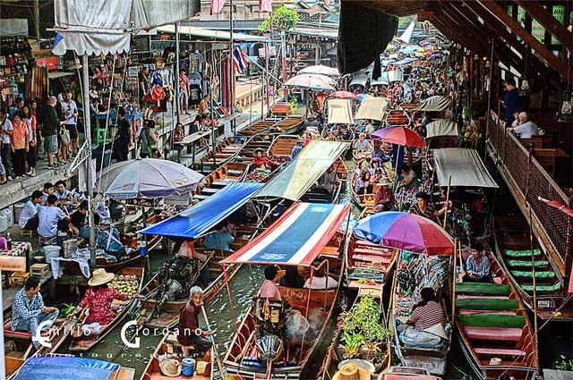 Damnoen Saduak 3/8 (Il traffico), via Flickr.