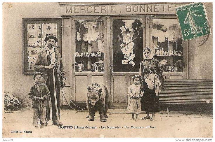 sold for 635 EUR- Delcampe.fr demonstratorzy niedźwiedzi na starych pocztówkach, bear street shows on vintage postcards