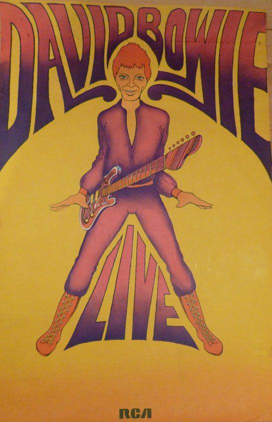 Exposition David Bowie au Salon du Vintage http://www.vogue.fr/mode/news-mode/diaporama/david-bowie-au-salon-du-vintage-2015/21937