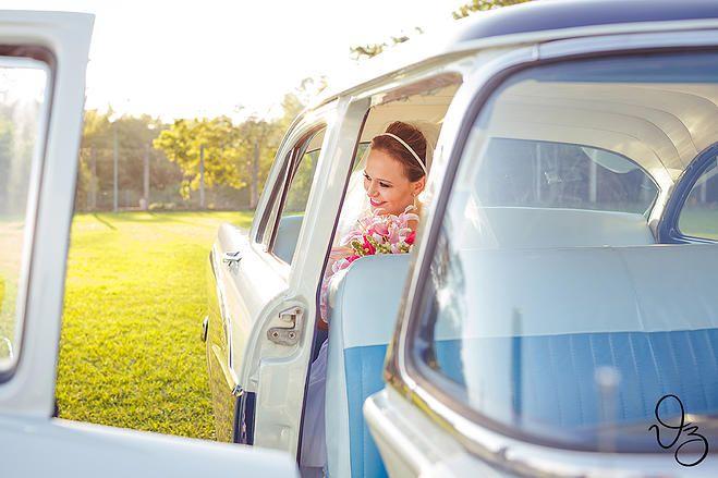 Carros antigos para a chegada da noiva <3 Fotógrafos de sonhos   Casamento   Suelen e Mateus
