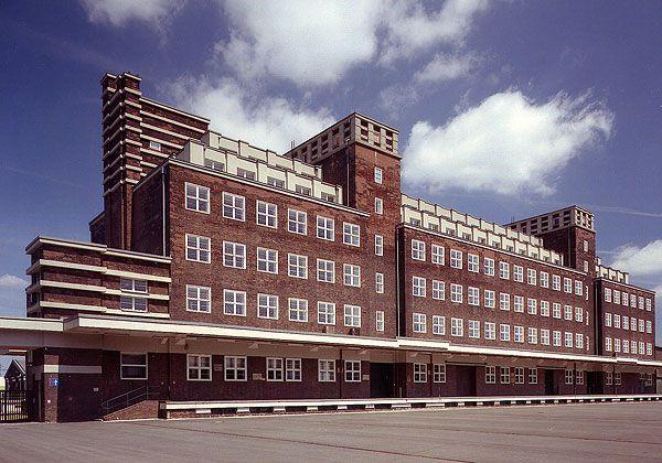 Der Peter-Behrens-Bau von 1925/26, Magazin des LVR-Industriemuseums, früher Hauptlagerhaus der Gutehoffnungshütte (Foto: LVR-Industriemuseum)
