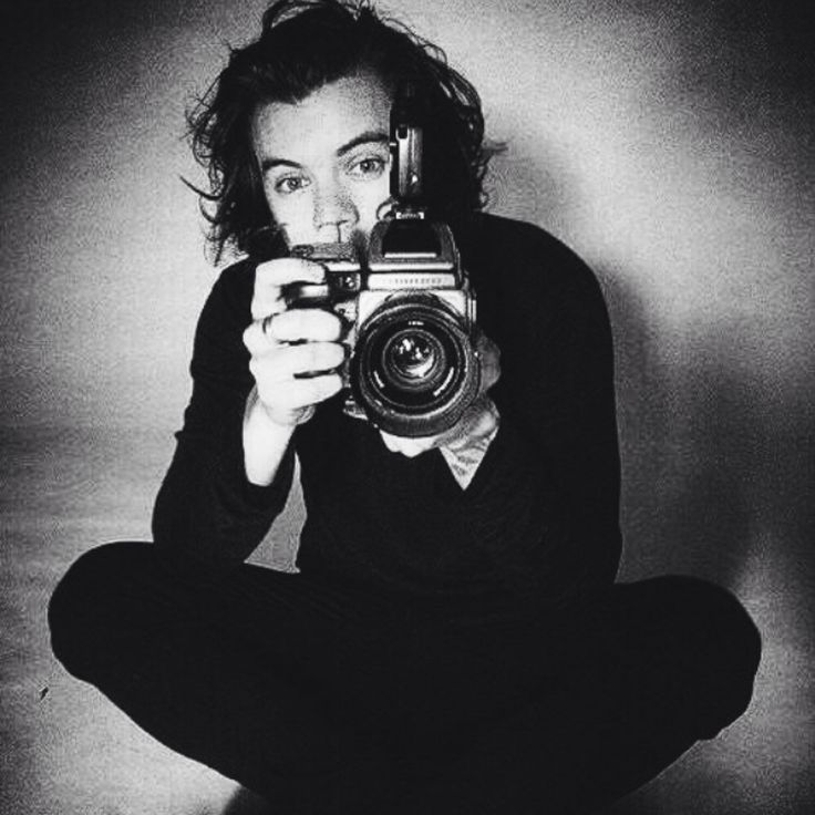 Harry's new twitter Icon......I love this picture though.....photography is just......I love it..