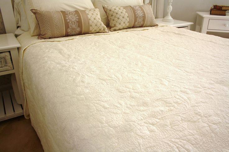 Matelasse-Ivory-quilt-full-length