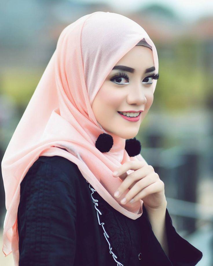 Sedari dulu saya selalu tergila- gila sama cewe berhijab.... Model @uniuni28  Make up @chusna.makeupartist  #model #Malang #makeup #makeupartist #mua #muamalang #muasurabaya #Nikon #nikonphotographer