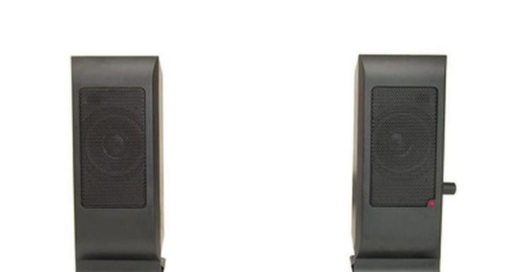 Como conectar caixas de som do PC em uma TV. Embora não esteja explicitado em embalagens ou instruções, as caixas de som de computadores comuns (PC) são compatíveis com a maioria dos aparelhos de TV. O processo de conexão das caixas de som do PC para a TV não demora muito. Depois de concluído, você poderá desfrutar do grande som dos seus filmes favoritos e programas de TV através de suas ...