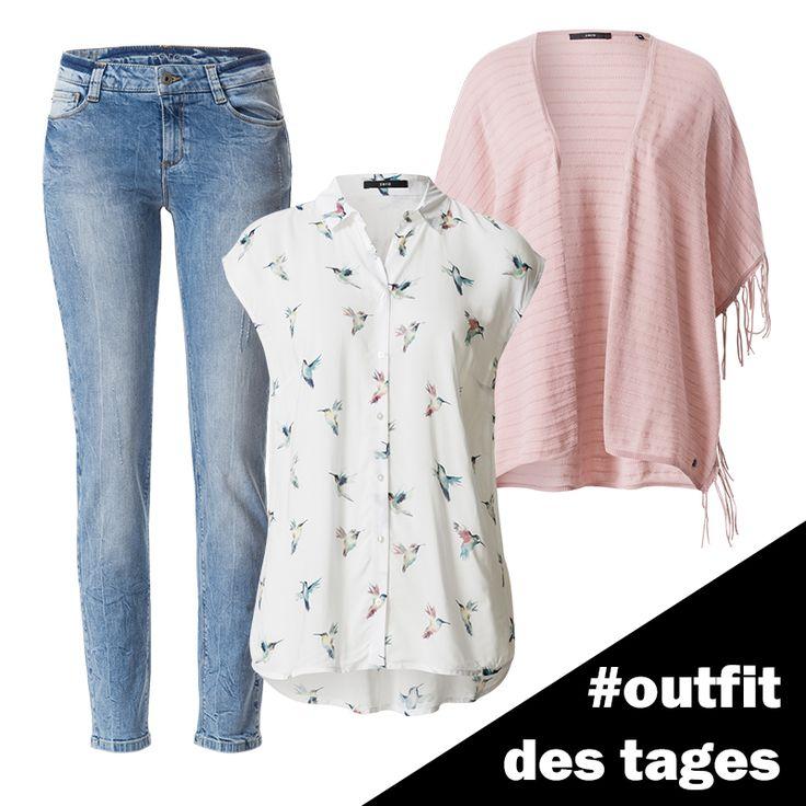 Bluse mit Kolibri-Print, Slim Fit-Jeans und Strick-Cape mit Fransen von zero! #zerofashion #outfit #ootd