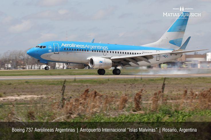 """Boeing 737 de Aerolineas Argentinas aterrizando cubriendo la ruta BRC-ROS   Aeropuerto Internacional """"Islas Malvinas""""   Rosario, Argentina"""