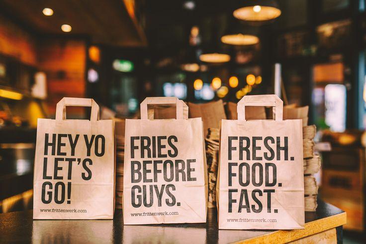 Fritten to go, das geht auch stilvoll!   frittenwerk. bag. to go. design. fries before guys. pommesmanufaktur. pommes. fritten. poutine. canadian. kanada. streetfood.  french fries. düsseldorf. köln. aachen. frankfurt. essen. city. urban. imbiss. snack. green. fresh. food. fast. frittenhimmel.