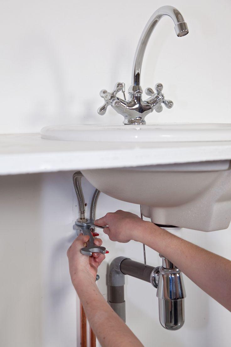 Remplacer un robinet mélangeur par un mitigeur | DIY Family