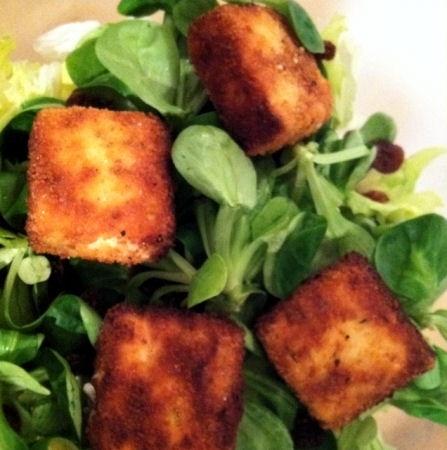 Vache qui rit panée : la recette facile Simple et léger sur une salade composée le soir