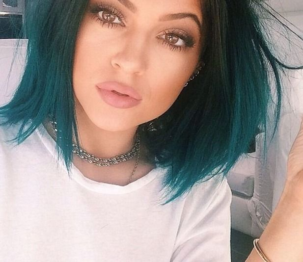 Lately everybody and their mother has been obsessed about what lip stick or lip liner #Kylie #Jenner uses and while I was at #MAC, one of the makeup artists