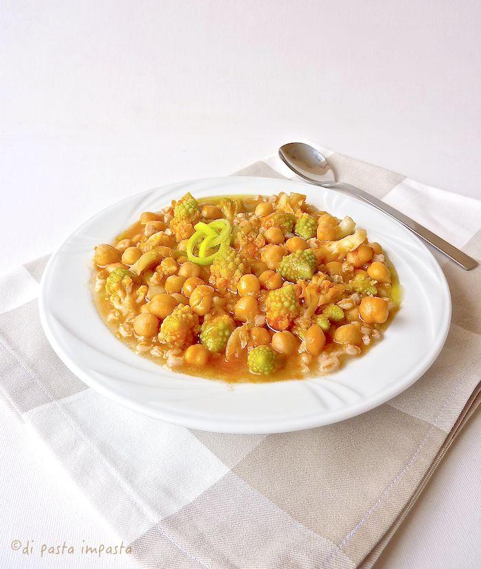 Zuppa di farro con ceci e broccolo romano