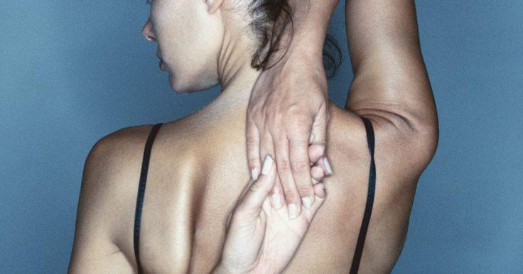 Como fortalecer a escápula. A síndrome do túnel do carpo é resultado da flexão constante do punho e dedos por um longo período de tempo, tal como quando se digita ou quando se opera uma ferramenta vibratória. Essas atividades podem causar inchaço no tendão do pulso, visto com a palma da mão para cima. Ela acarreta deficiências na circulação sanguínea e um enfraquecimento ...