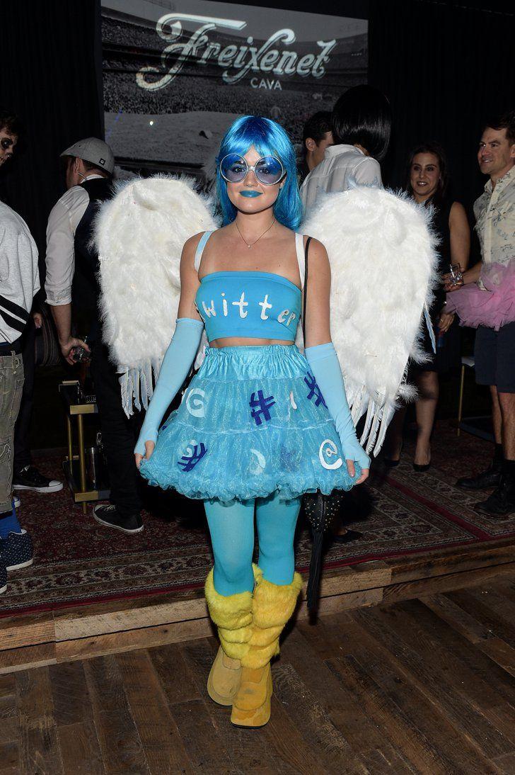 Pin for Later: Toujours Pas de Costume Pour Halloween? Ces Célébrités Vont Vous Donner des Idées Lucy Hale Déguisée En Oiseau de Twitter