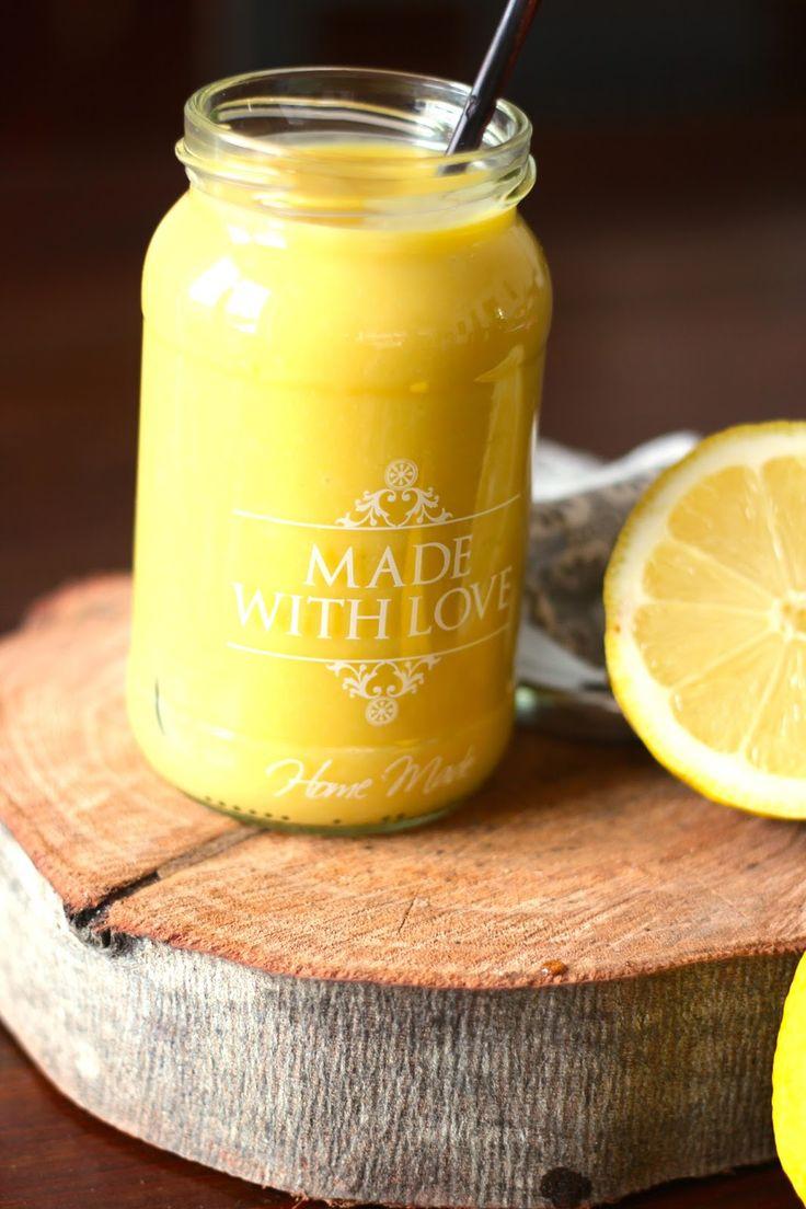 Não sei estar em casa sem curd de limão. Rapidamente prepara-se uma sobremesa misturando com natas batidas ou queijo creme e bolacha mo...