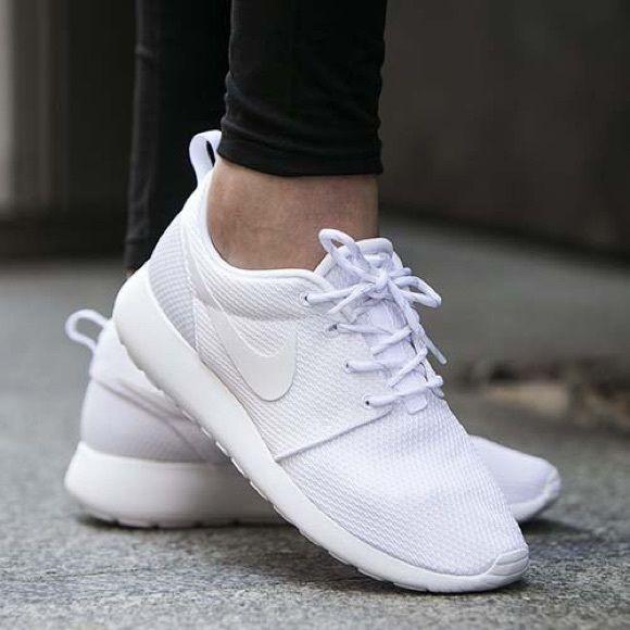 Nike Shoes Sneakers   White nike roshe