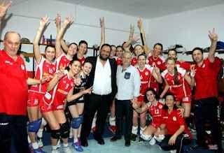 Basket e volley in grecia hanno problemi l'articolo parla di come lo sport in grecia e particolarmente la pallacanestro e la pallavolo, non siano evoluti tanto da farsi leggere e conoscere in lingua straniera (inglese per esempio). specie p