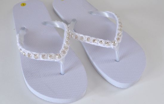 Easily update and bling out a pair of cheapie flip flops with this tutorial... Rhinestone flip flops, anyone?