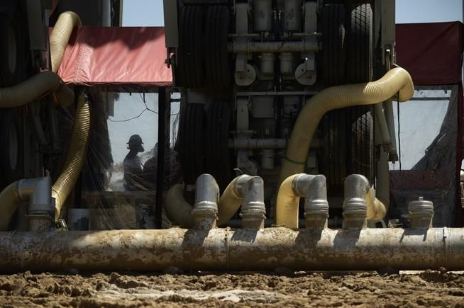 48 Best Telelbelt Pictures And Frac Sand Unloading Images On Pinterest Pendants