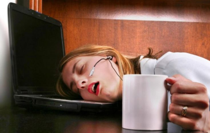 Tiga Siku - Jika Anda sudah tidur berjam-jam tapi masih terasa ngantuk, maka Anda perlu mewaspadai adanya penyakit di dalam tubuh. Rasa kantuk merupakan tanda yang diberikan tubuh agar orang beristirahat, yang biasanya datang di malam hari atau saat merasa lelah