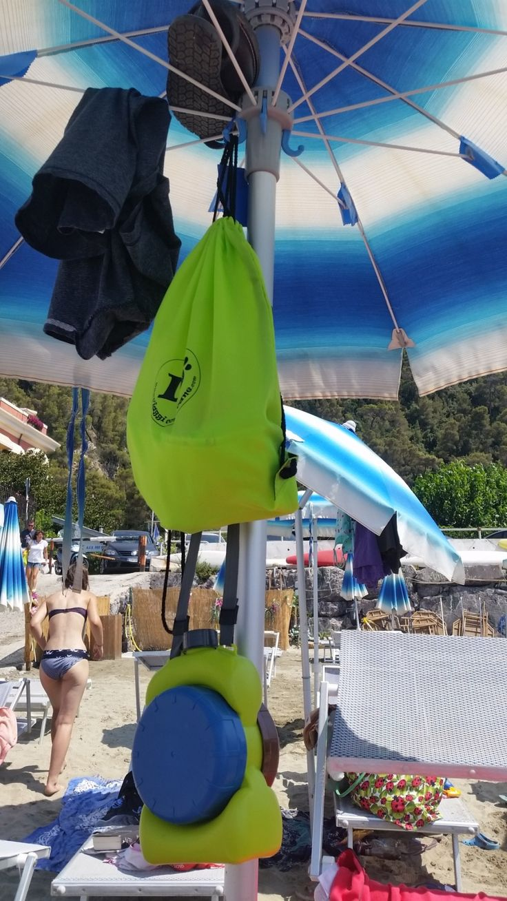 http://regalidacani.it/prodotto/aquacroc/  #viaggiconilcane #summertime #holiday #beach #dogfriendly shop now on www.regalidacani.it