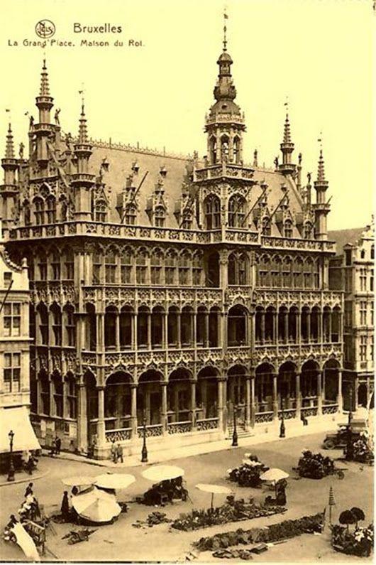 Bruxelles - The Maison du Roi in the Grand' Place.