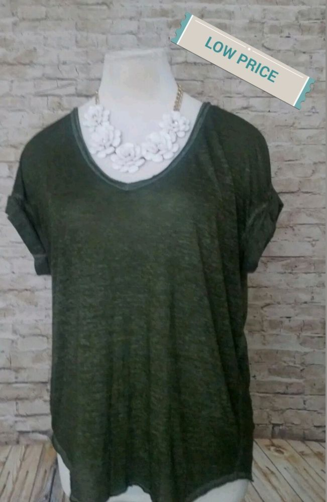 039c0f5f4cd FOREVER 21 CONTEMPORARY SHIRT SIZE MEDIUM WOMEN S TOP LADIES V-NECK THIN   FOREVER21  TShirt  Casual