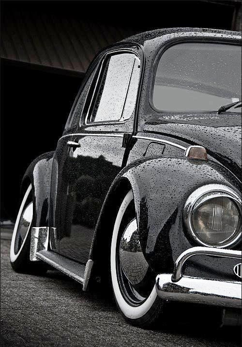 Slammed beetle with whitewall tyres