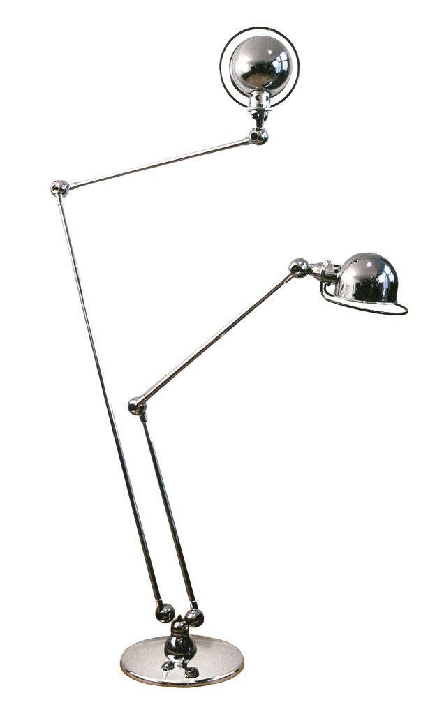 Zwielichtig – Die FLOOR LAMP LOFT DD7460 überzeugt durch vielseitige Einsatzmöglichkeiten und anspruchsvolles Design. Die zwei metallenen Arme lassen sich mit jeweils drei Gelenken und einem drehbaren Lampenfuß individuell verstellen. Beide Lampenschirme der FLOOR LAMP LOFT DD7460 sind durch zusätzliche Gewinde drehbar.