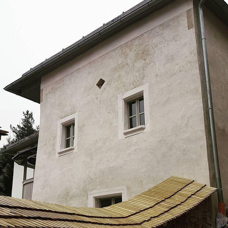 Takmer dokoncena fasada na gotickom dome v B. Stiavnici. Este pribudne malovany lem vetraku. #gotika #nasaobnova  #banskastiavnica