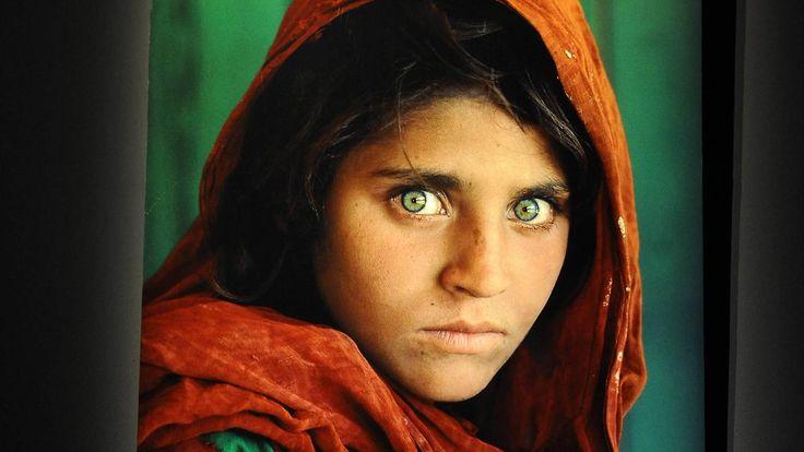 """Mädchen mit den grünen Augen"": Pakistan schiebt weltberühmte Afghanin ab"