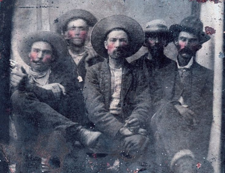 Experts say it's a rare, valuable tintype of the famous outlaw, with Pat Garrett, the man who later killed him.