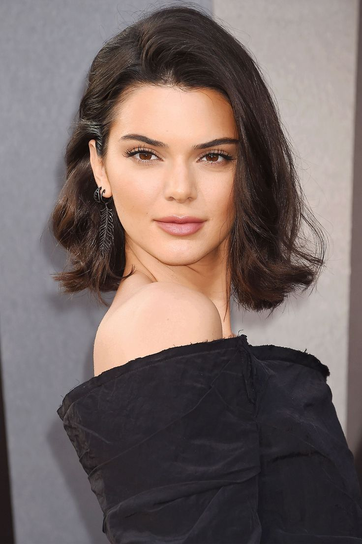 Kendall Jenner's Perfectly '90s Nude Lipstick BAZAAR's beauty expert reveals the tricks and must-have products behind the prettiest hair and makeup looks on the red carpet.