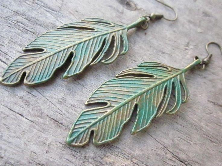 """Cercei din frunze bronz, patinate cu patina """"emerald"""". Lungime, inclusiv cu tortite: 78 mm."""