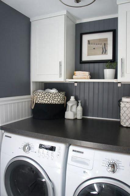 primeiro andar - lavanderia com máquina de lavar e móvel