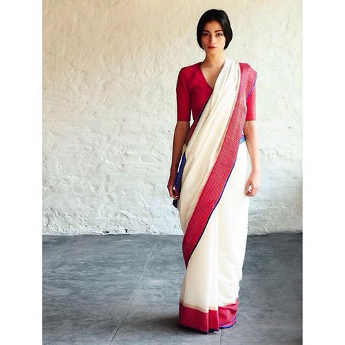 30 Gorgeous Sari Outfits— Traditional, Modern, & Unexpected  #refinery29  http://www.refinery29.com/sari-outfits#slide5  Simple but so, so chic.
