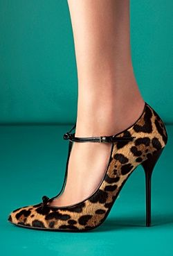 Fierce and delicate. Love the pin thin heel --> Gucci Fall 2013