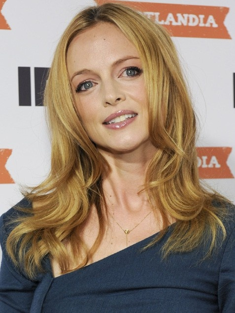 Heather Graham, chic *& sexy with bouncy layers