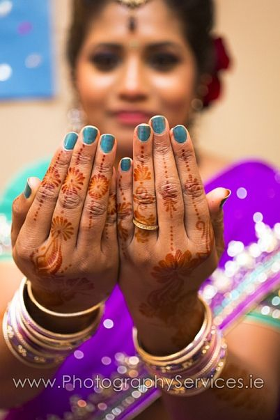 Hands of a Indian bride with henna design and bangles  #wedding #indianwedding #Brides #indianbride #weddings  #vivid #weddingphotography