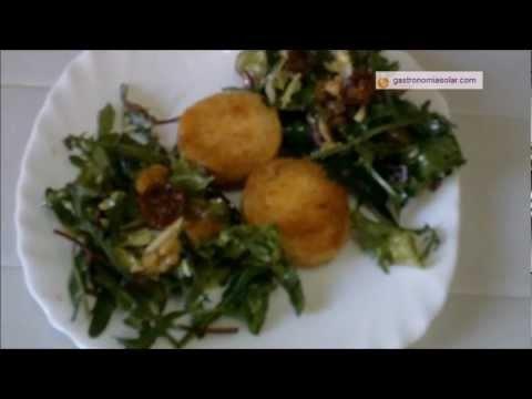 Queso frito en la cocina solar con ensalada de lechugas, frutos secos y tomates deshidratados. Más información en: http://www.gastronomiasolar.es/2012/02/ensalada-templada-con-queso-frito-en-la.html