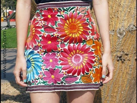 DIY Souvenir: una falda con un mantel bordado mexicano (table runner turned into mini skirt) video is in spanish