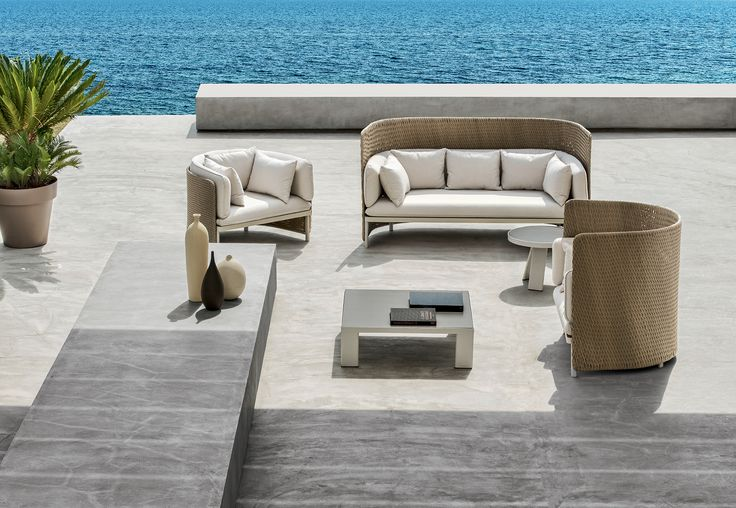 The collection Esedra takes its name from an element of classical architecture to create a complete range of furniture for a contemporary outdoor look, establishing a relationship between the various materials, such as the synthetic fibre used for the seat-backs, treated with a technology that recreates the sensation of natural woven fibre, the fabric upholstery of the cushions and the aluminium legs.  Link: goo.gl/UY8fZw  #ethimo #outdoor #design