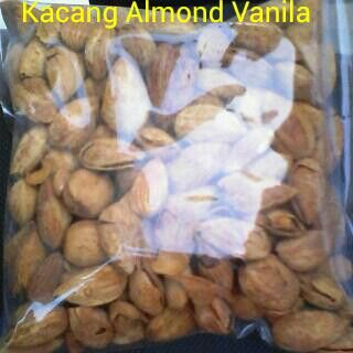 #Kacang almond vanila. 1kg = 220ribu. 1/2kg = 120ribu