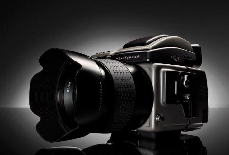 HASSELBLAD. Appareil photo H3D II -39, avec son objectif 4-28mm et l'ensemble de ses accessoires (chargeur, carte-mémoire, etc.). Élu meilleur appareil au salon TIPA 2007. Rare et exceptionnel. - Castor - Hara SVV - 17/12/2010