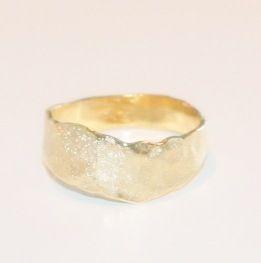 Image of Unieke vergulde ring - gekarteld, trouwringen op maat, Wijngaardstraat, Antwerpen