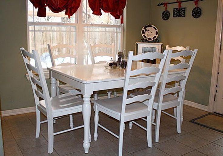 Set Meja Makan Jati Putih C-4RV terbuat dari material kayu jati berdesain semi minimalis yang kami sempurnakan dengan finishing cat duco putih.